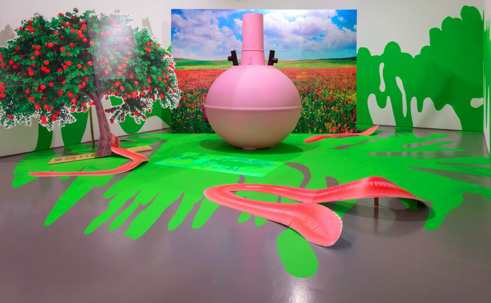 Heather_Phillipson__Installation_view_of_sub-fusc_love-feast_at_Dundee_Contemporary_Arts__UK__2014_-_Photo_by_Ruth_Clark__courtesy_of_the_artist_1000_618_80